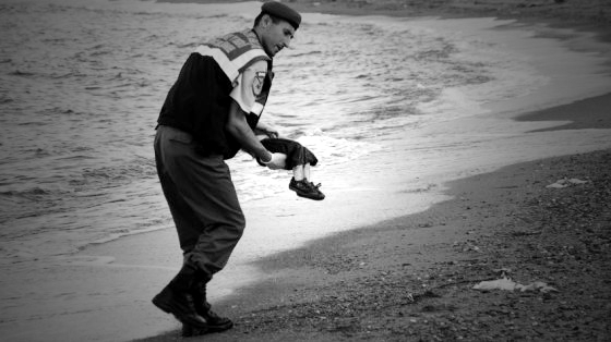 Niño sirio ahogado. Imagen de elpaís.com