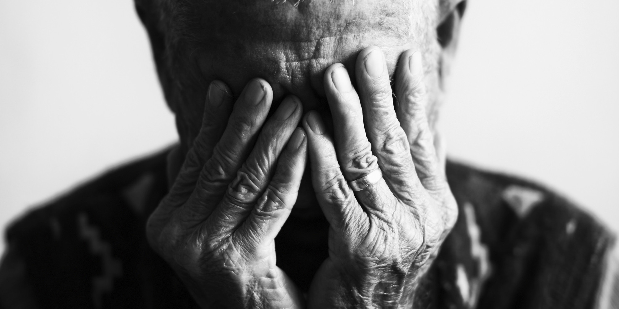abandonó a su padre con Alzheimer en un aeropuerto